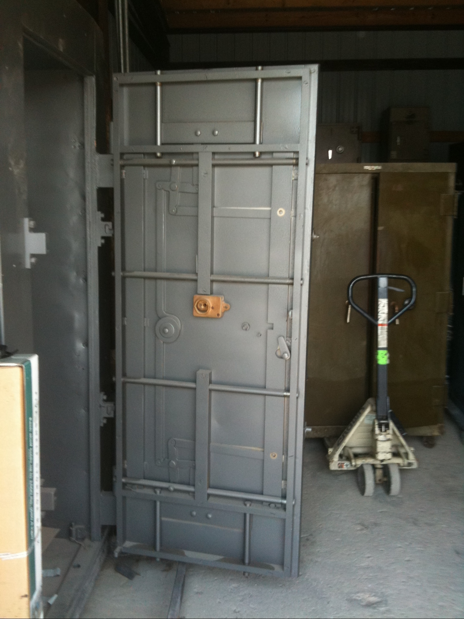 Frank zykan safe vault llc vault doors panic rooms for Safe room